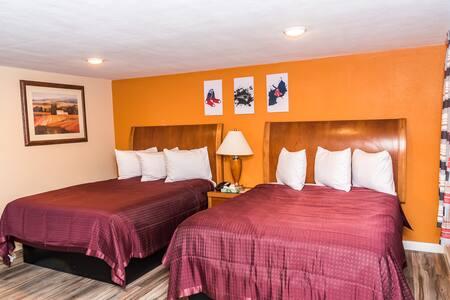 The Minuteman Inn DOUBLE QUEEN BEDS