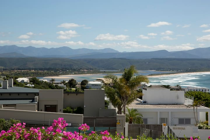 Sea Views from Convenient Location - Plettenberg Bay - Daire