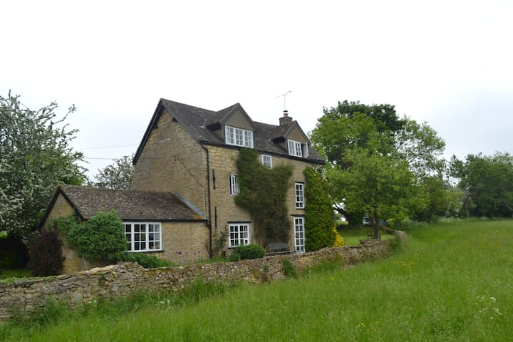 Secluded Cotswolds Cottage Near Oxford - Taston