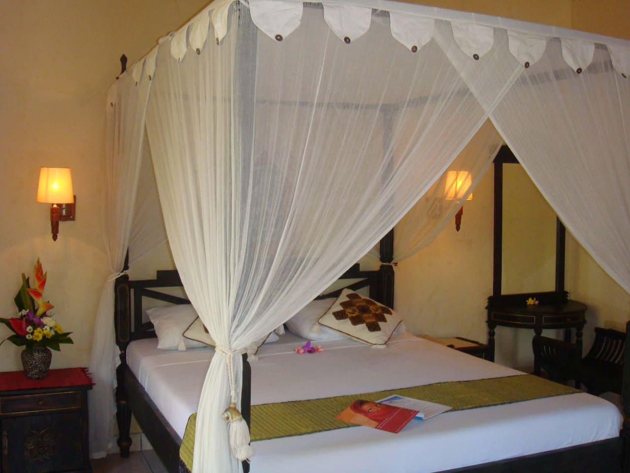 Bed room Superior villa, queen size bed with mosquito net