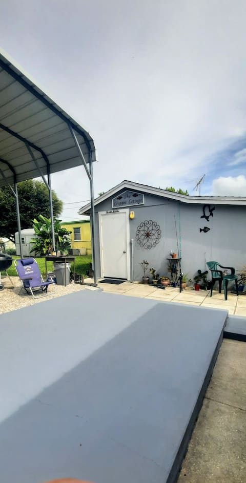 FULLYFURNISHED. SECURE! Therapeutic waterbed. Covered parking. Private fishing dock (Crappie, Bass, Tilapia, Cichlid). Grill and chairs provided.  On canal that leads to the locks of Lake Okeechobee.