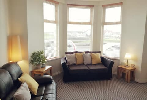 Salisbury Apartment in Portrush. Hosted by Genie