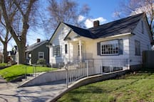 Fantastic Updated Home - Walk to Campus & Town