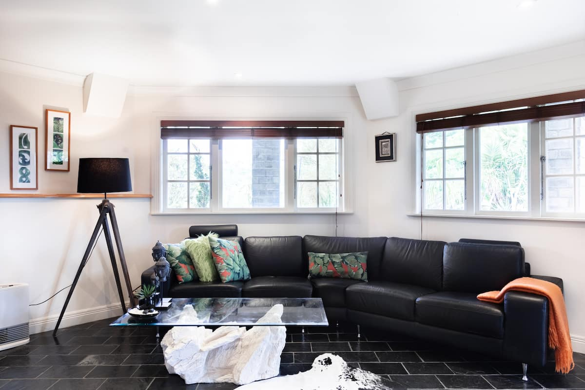 Nikau Characterful Apartment Set in Parklike Surroundings