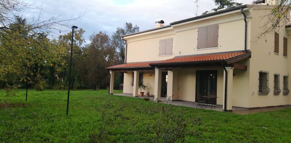 Al picchio verde: villa nella campagna ferrarese