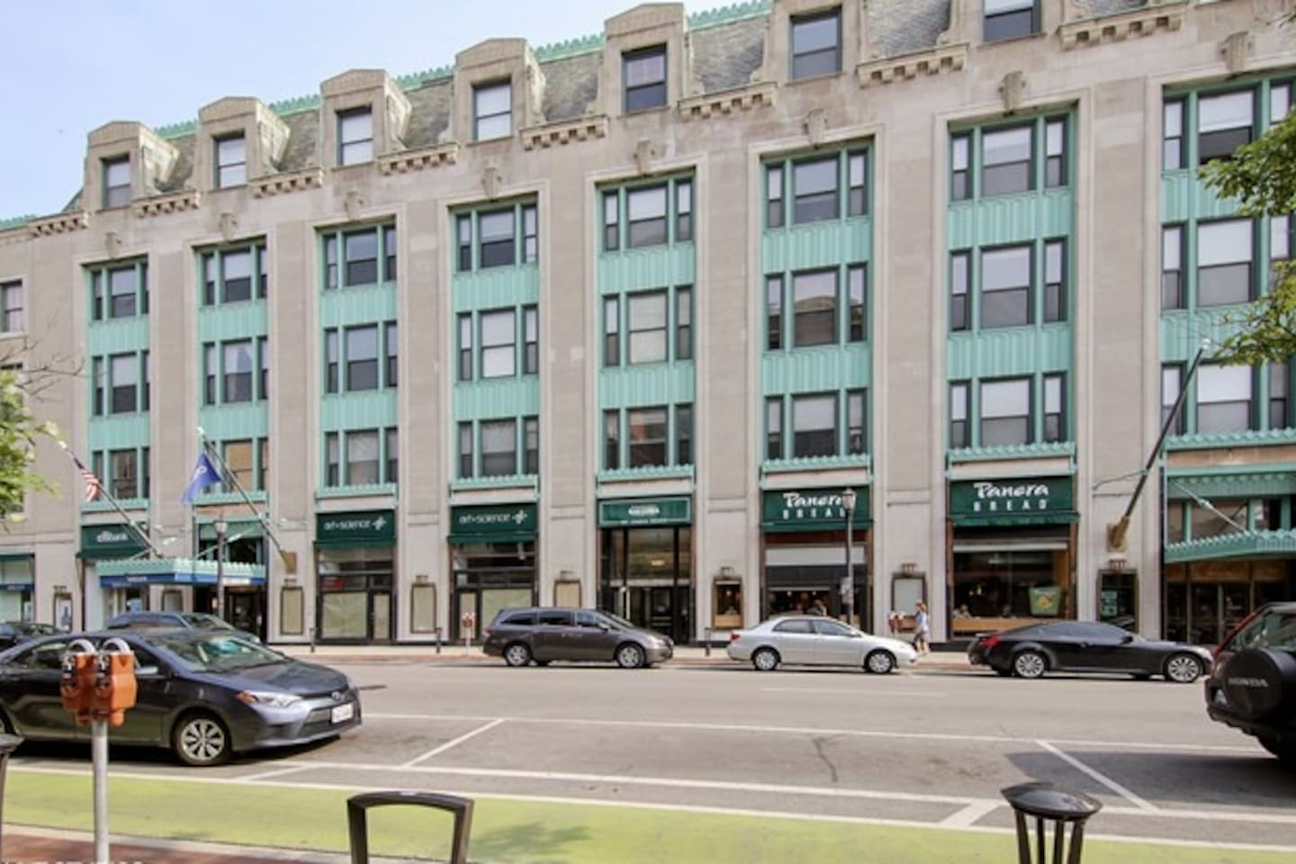 Location, Location, Location- Downtown Evanston and close to everything!