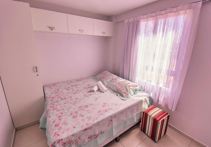 Quarto 2. Três camas de solteiro ou uma de casal e uma de solteiro