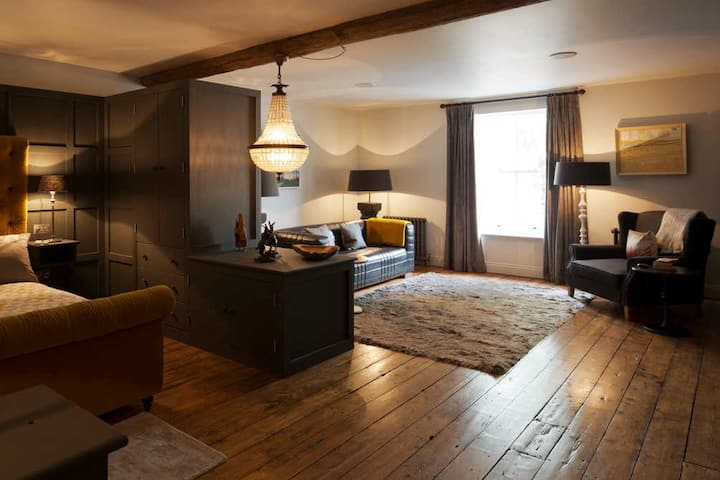 -Lapwing- * Modern * Luxury * Cotswold Apartment *