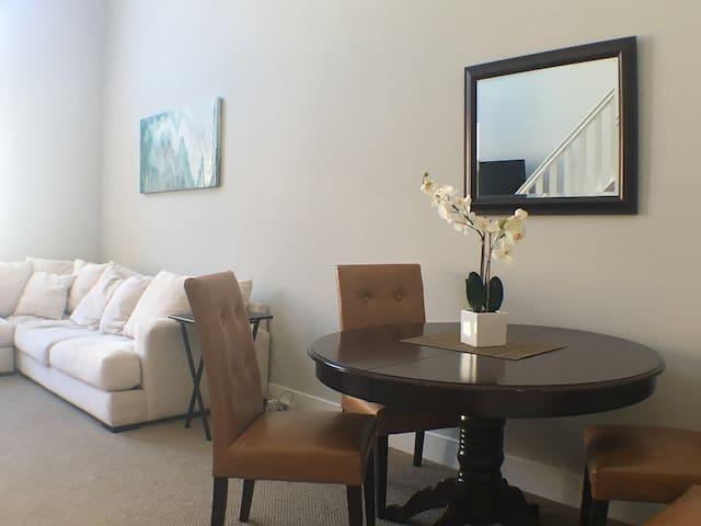 Penthouse in Newport/Irvine- Near UCI and Airport - Irvine - Condominio