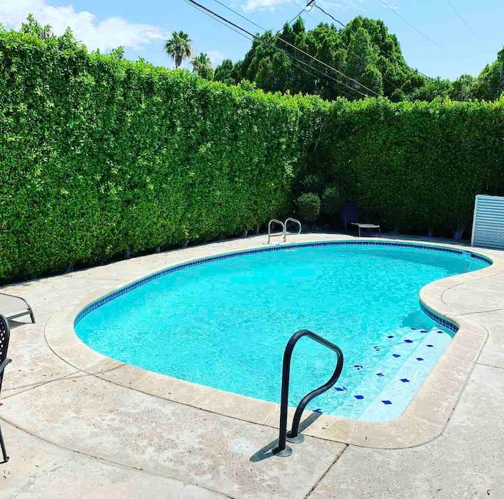 Mid-century private pool house close to El Paseo
