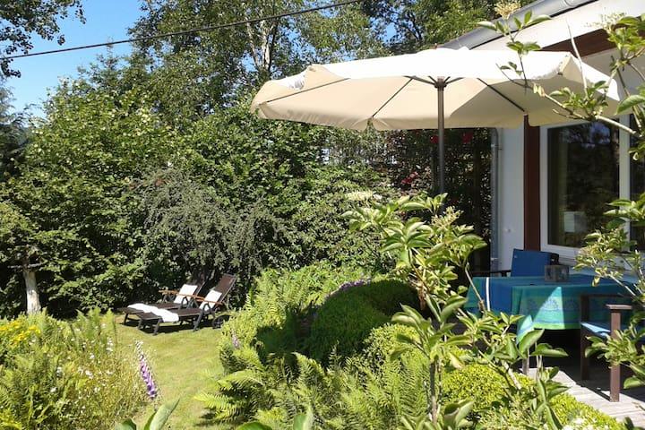 Kleines Haus mit Garten für 2 mitten in der Natur