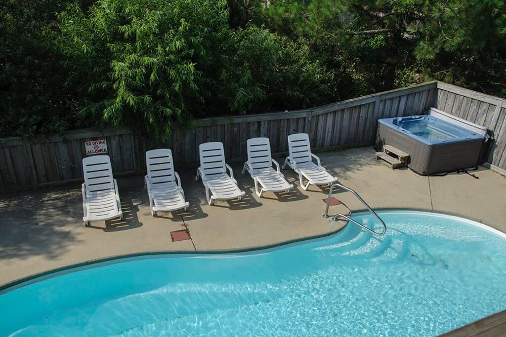 WH558: Happy Happy Happy | Pool Area with Hot Tub