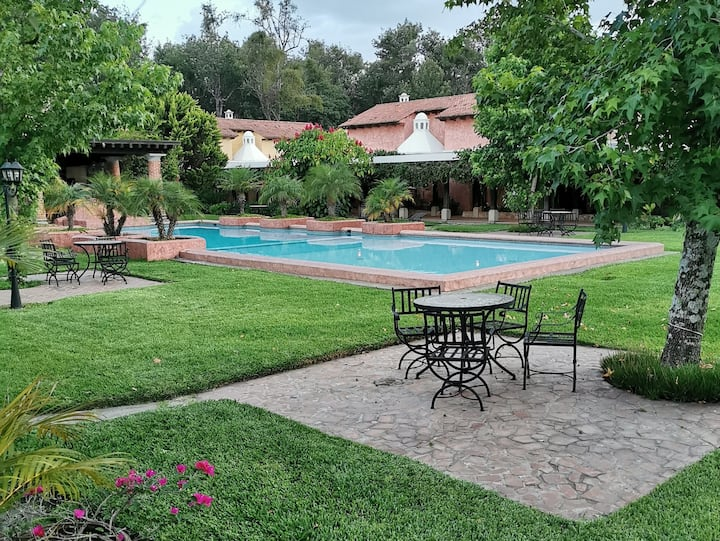 Cozy House w/ POOL & 4 blocks from Park!