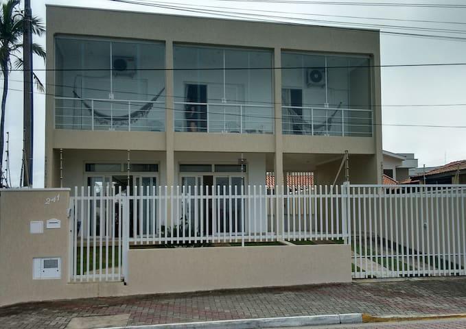 Excelente casa frente a praia Centro.WI-FI/NetFlix