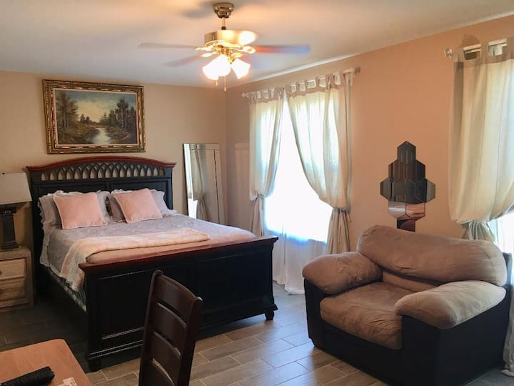 Private room close to Fort Myers Beach