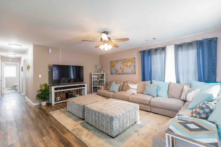 Charming Renovated Home  - Large Group Ready!