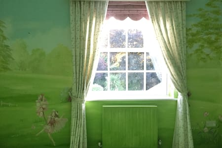 Room in London Suburb Mansion - Purley
