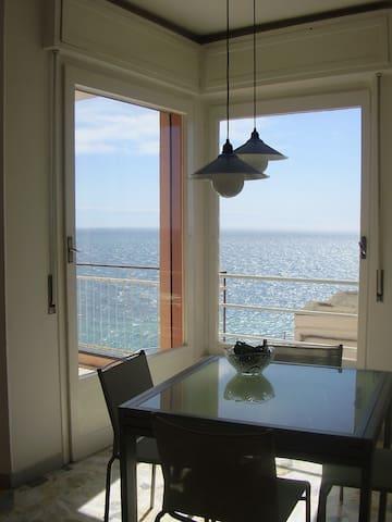 Accogliente monolocale con fantastica vista mare - Sanremo