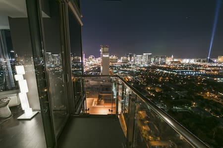 Strip View Luxury Hi-Rise 1 Bdrm Condo 2 Balconies