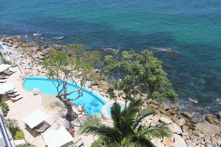 3BR family luxury oceanfront suite