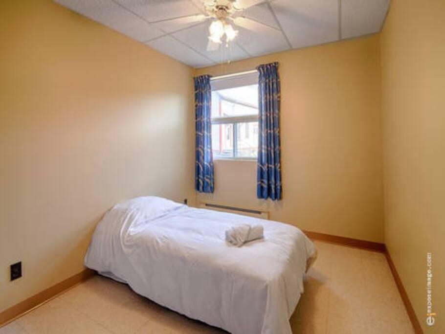 Chambre lit simple. Privé avec serrure.