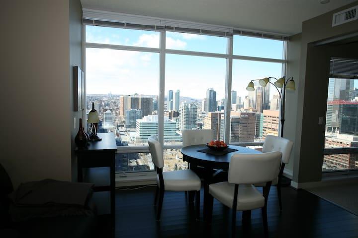 Amazing Views, walking distance to everything! - Calgary - Apartamento