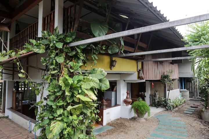 Traditional Open-Plan Thai Wooden House - Mueang Chiangmai - Ev