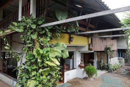 Traditional Open-Plan Thai Wooden House - Mueang Chiangmai - 独立屋