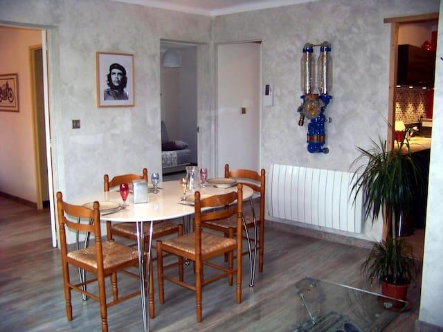 2 chambres, 55m2 réfait, wifi climatisation garage - Peyrolles-en-Provence - Daire