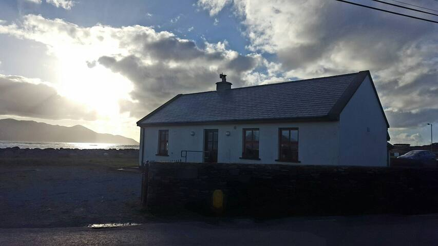 Beachside cottage, stunning views - castlegregory, tralee