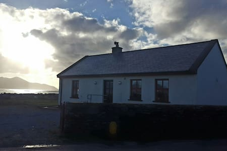 The Old Forge, Beachside cottage, stunning views - castlegregory, tralee - Haus