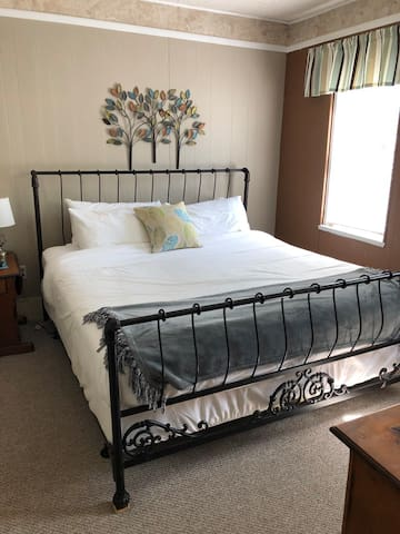 The Frogtown Inn - #2 King Suite (S)