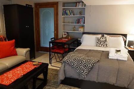 Modern, Cozy Studio Apartment