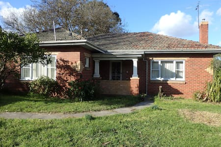 Mandall Avenue - peaceful creek frontage - Ivanhoe - Haus