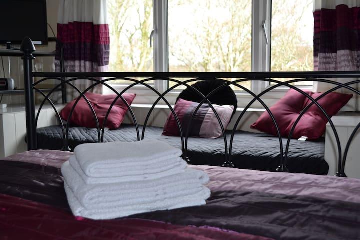 Kantana Guest House –Room 5 - Looe