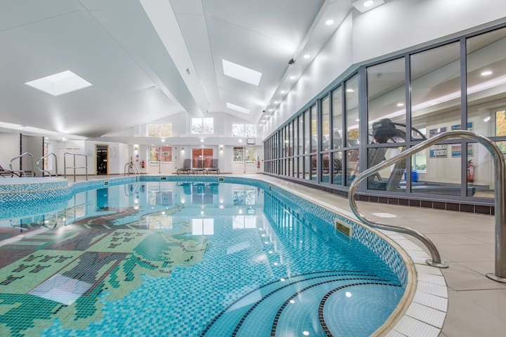 Lovely Apartment in Lancaster | Free Wi-Fi | Pool and Sauna Access
