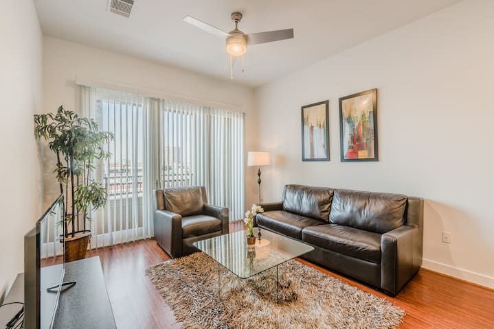 Prime Location|1 Bedroom|1 Queen Bed|Uptown Dallas