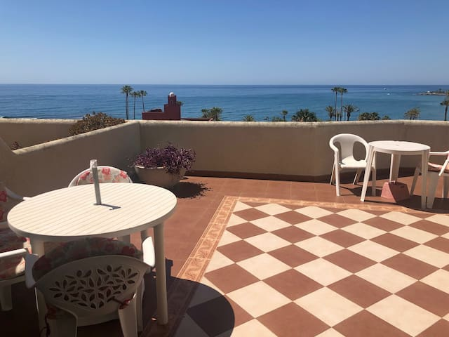 Benalmadena Beachfront 1 Bedroom Apartment