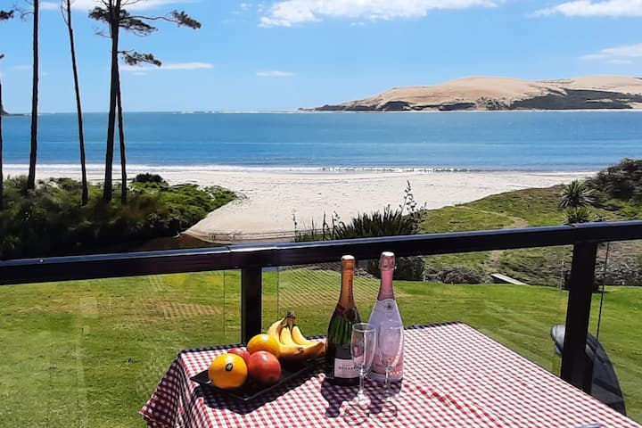 Absolute Waterfront Bach Hokianga Omapere Beach