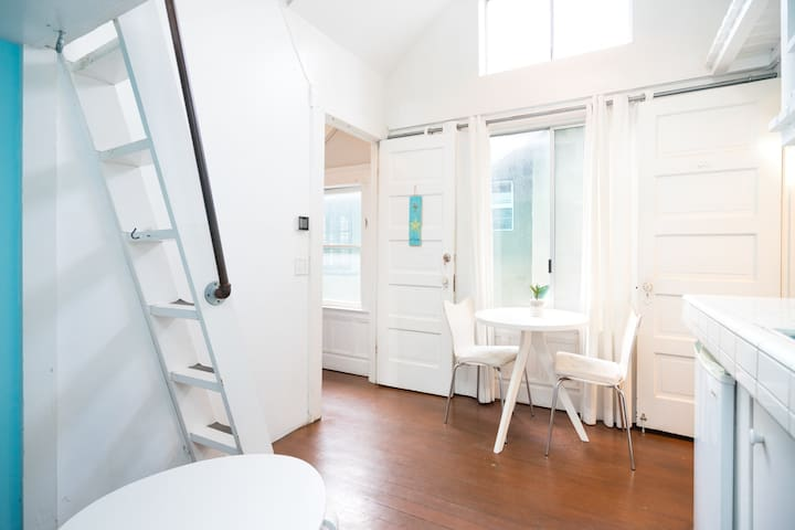 Bright Venice Loft, Steps to Beach! - Los Angeles - Apartemen