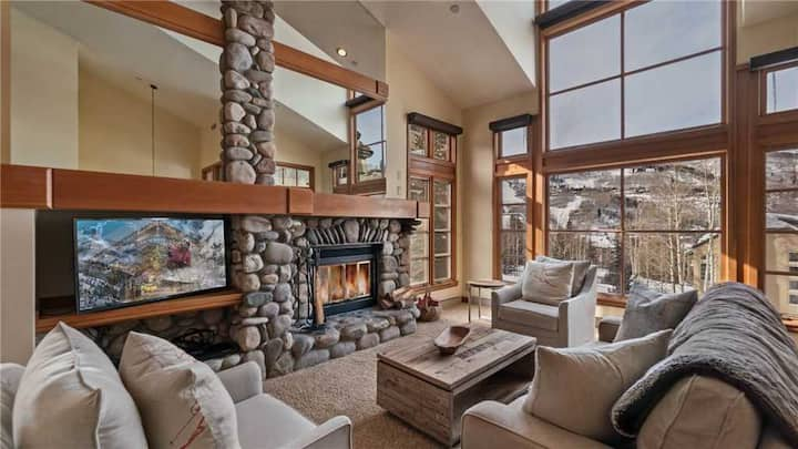 Newly remodeled 3BR + Ski in/Ski-out + Mountain & Slope Views + Shared Hot tubs! - Chalet Campo