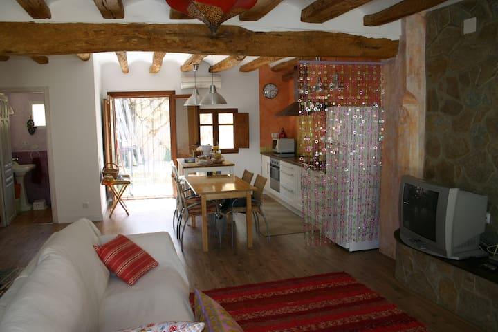 Casa de pueblo en Miravet