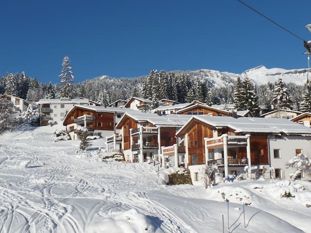 Swiss Alps Apartment, ski in/out to the piste. - Flims - Appartement