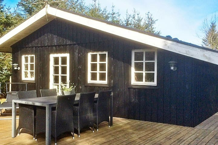 Cozy Holiday Home in Hals near Sea