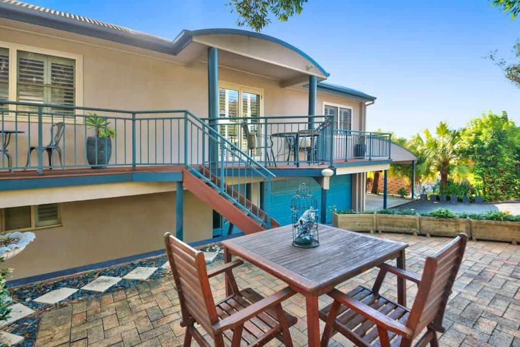 Garden Terrace timber decking with courtyard access