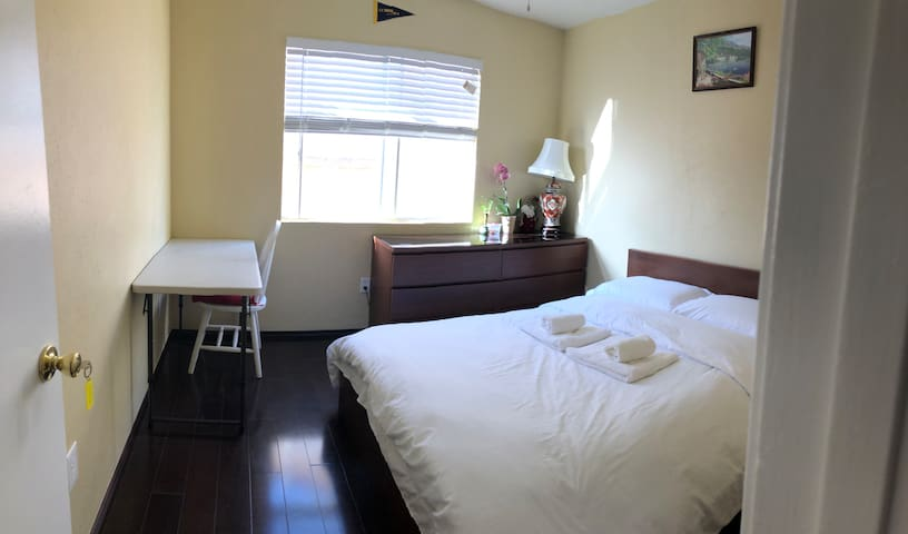 Private &Comfortable room1 in Mira mesa