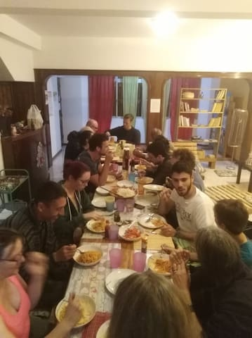 Spaghetti evening with guests and volunteers