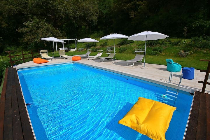 Spacious Villa in Fabriano with Swimming Pool