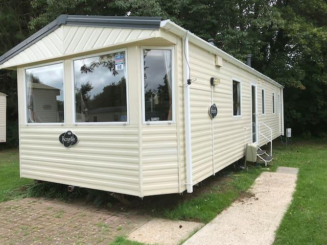 Modern 3 Bedroom Caravan, Shanklin, Sleeps 6-8