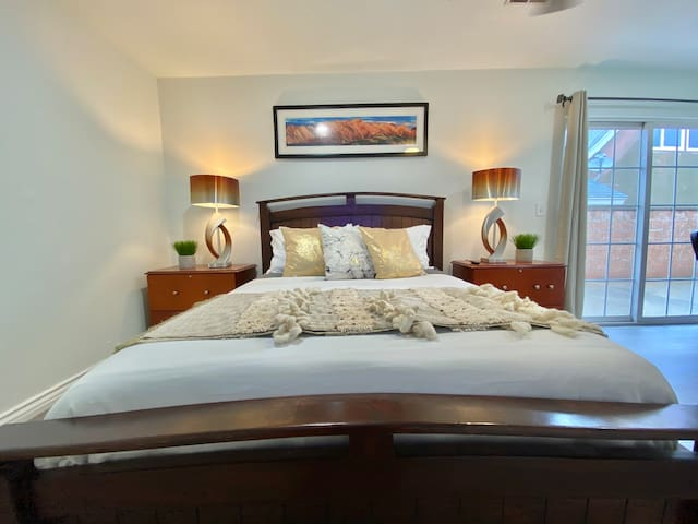 Welcome to your private room with a memory foam queen sized bed, complete with an office desk and 4K TV.  The room is large with a patio door to the outside.  Shared areas include the common living room, full kitchen and bathrooms.